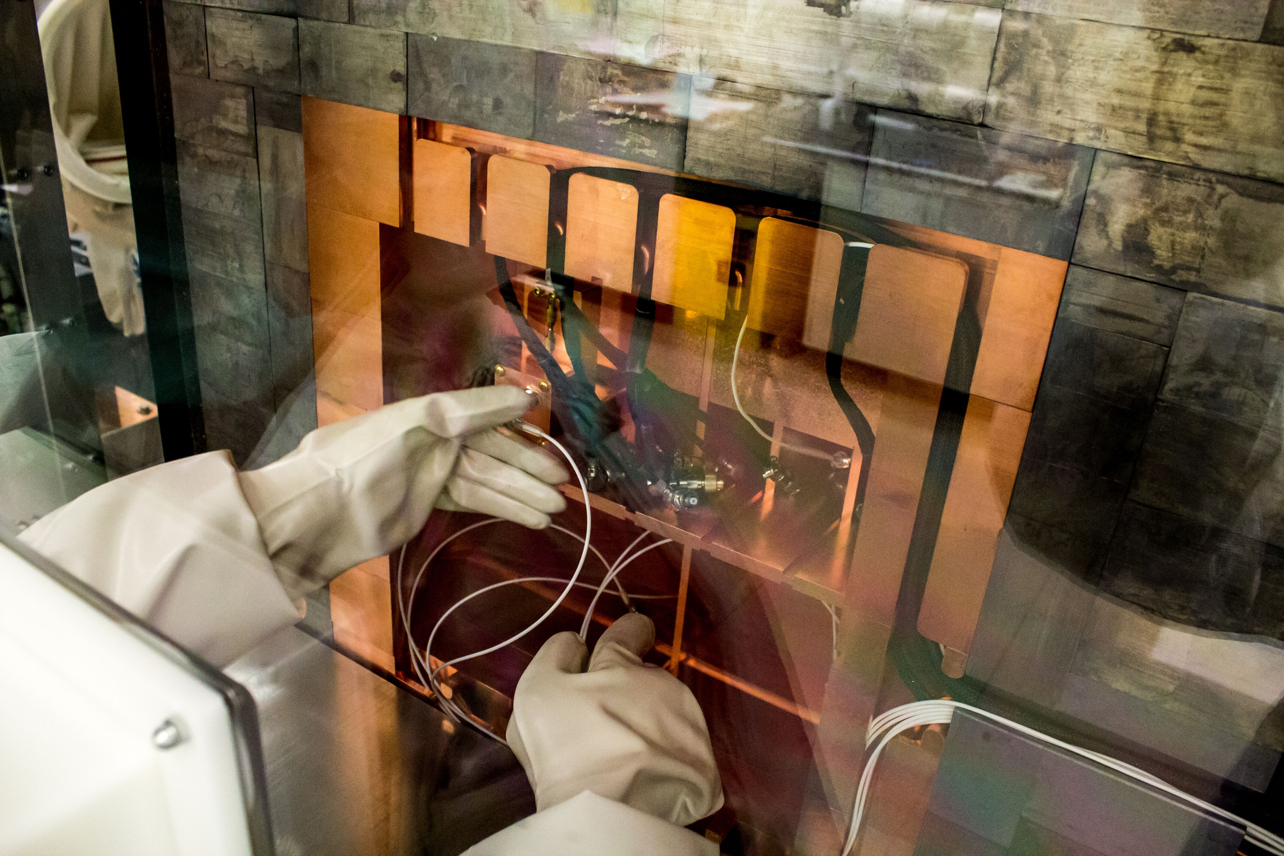 Detection of low-level radiation at the Shallow Underground Laboratory