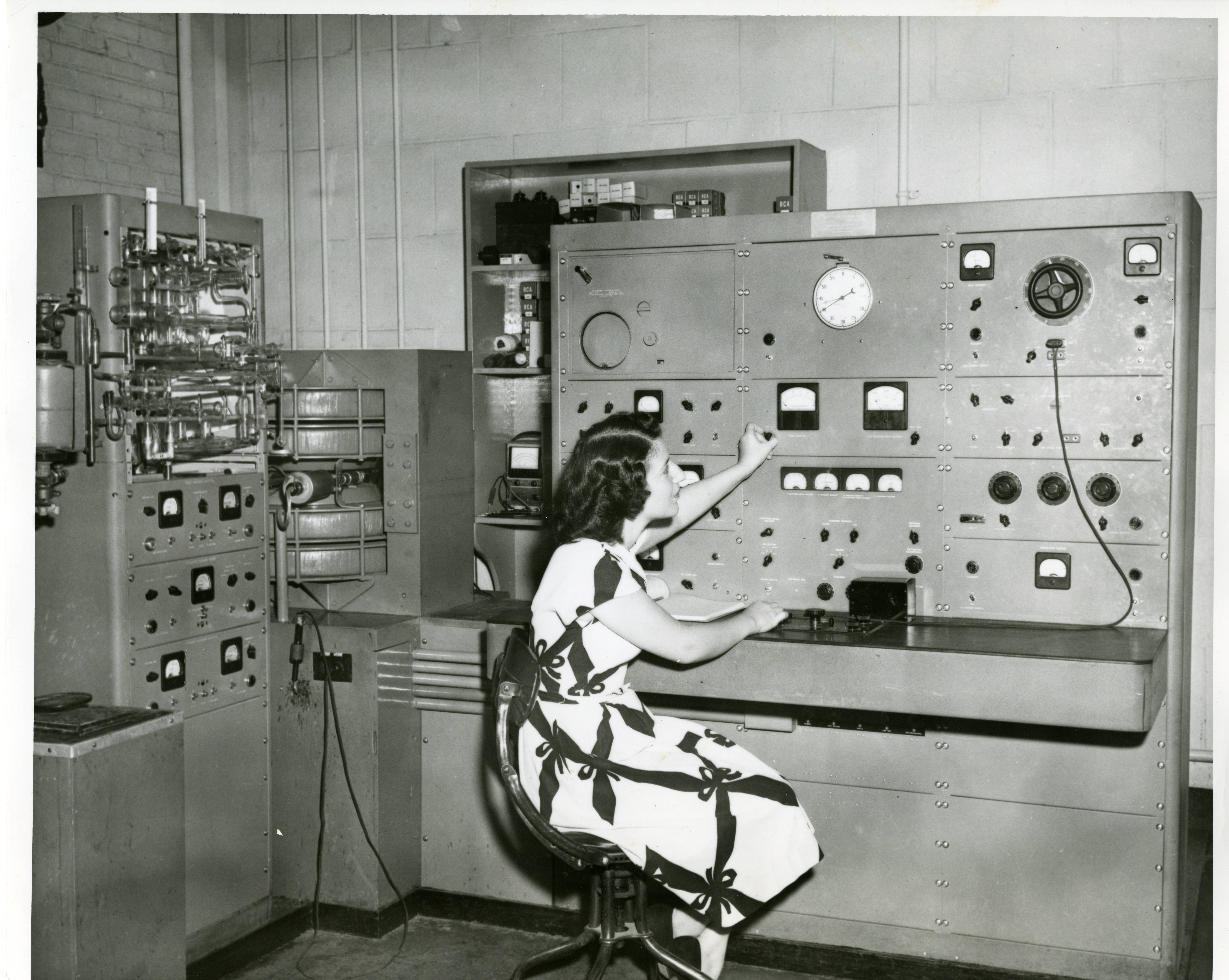 Early Mass Spectrometer